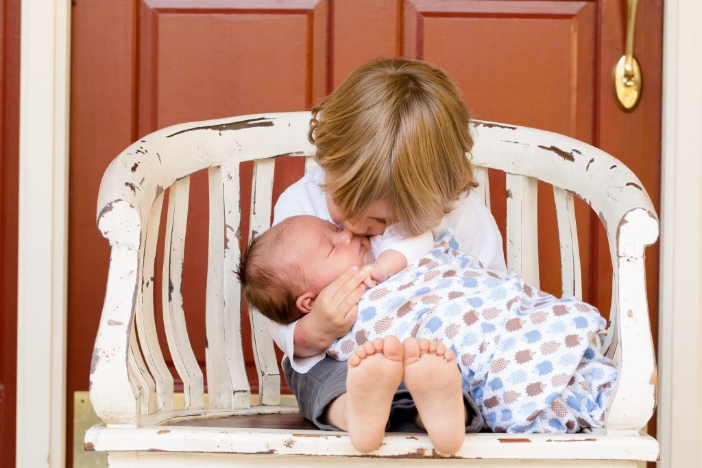 10 Secrets to INSPIRE a Loving Relationship Between Your Toddler and Newborn